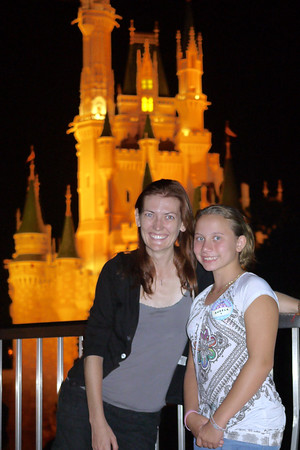 My niece Ana and me at Disney