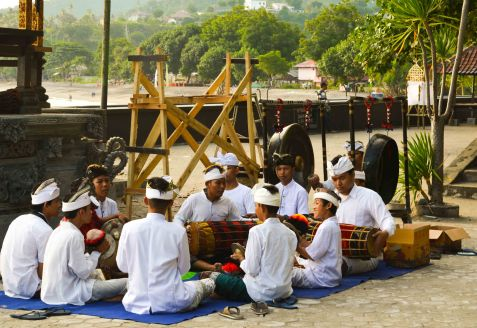 A band at the Pura Batu Bolong playing traditional music