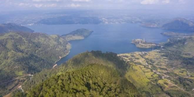 wisata menara pandang tele di danau toba - Icha Trans - Wisata menara pandang Tele di Danau Toba