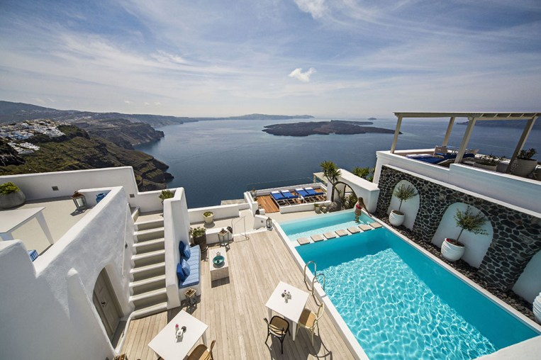 iconic-santorini-boutique-hotel-review-imerovigli-7