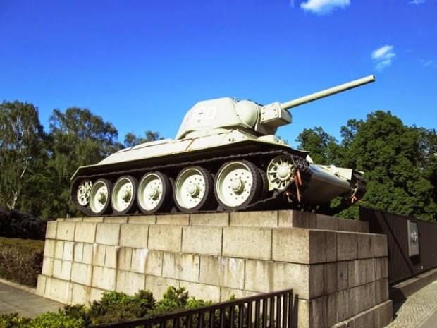 e3529-memorial_russo1