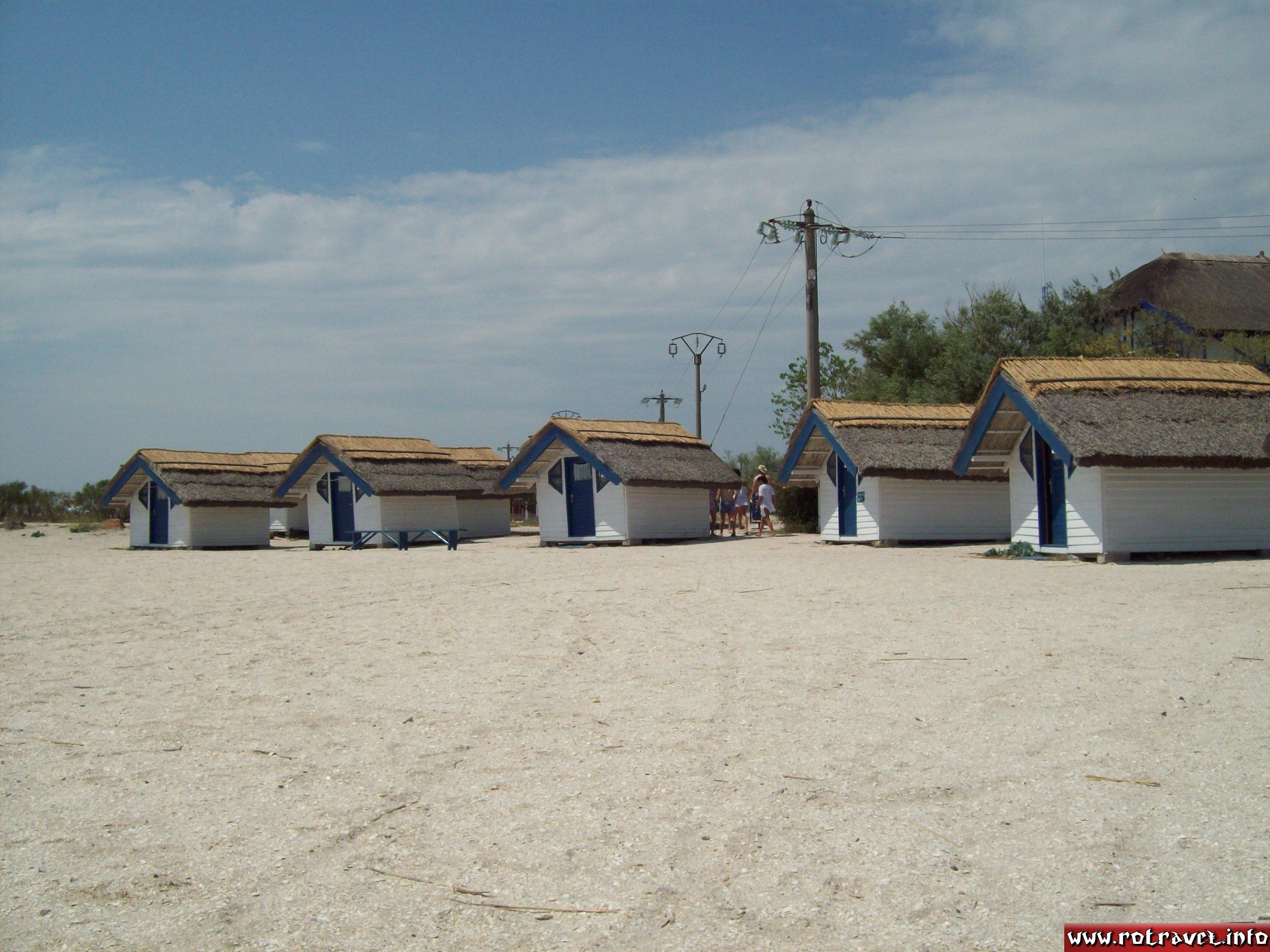 Some small houses on the beach (63 lei/15 euro per night)