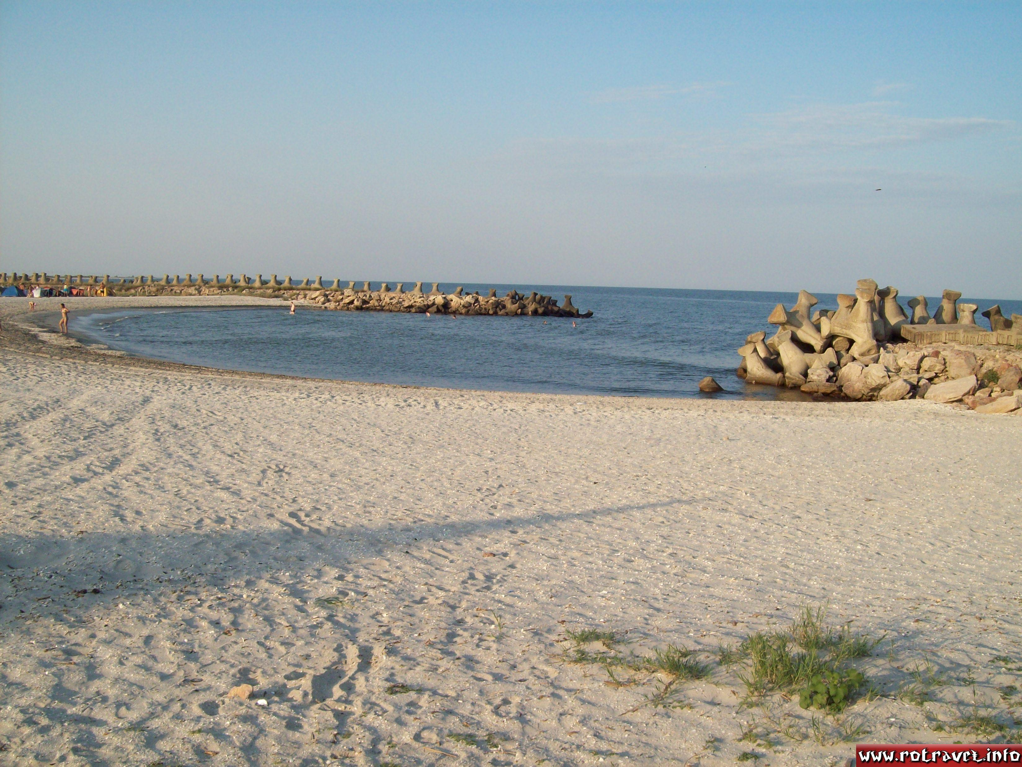One of the two mini-bays from the beach