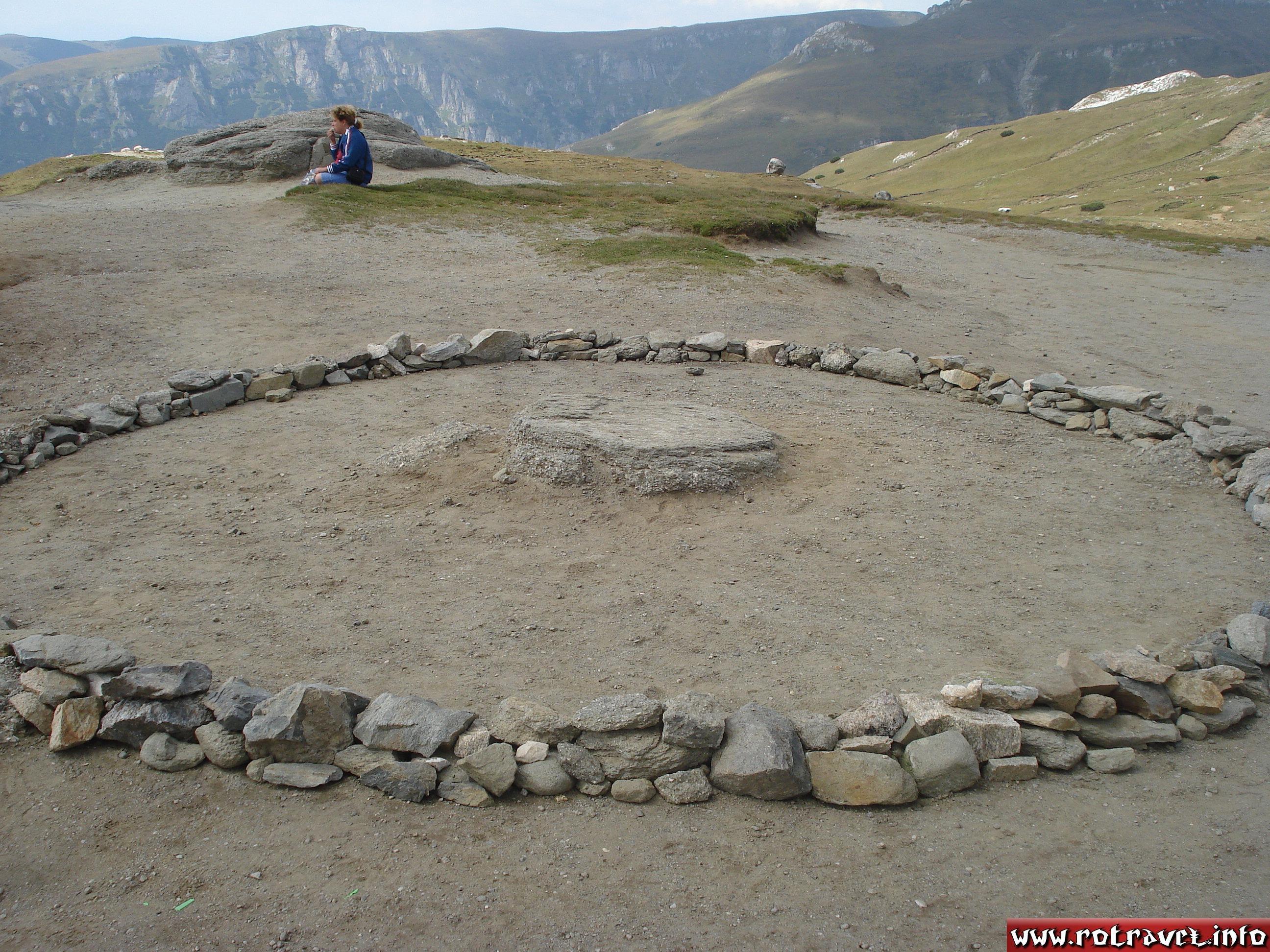 Circular sanctuary near the Sphinx