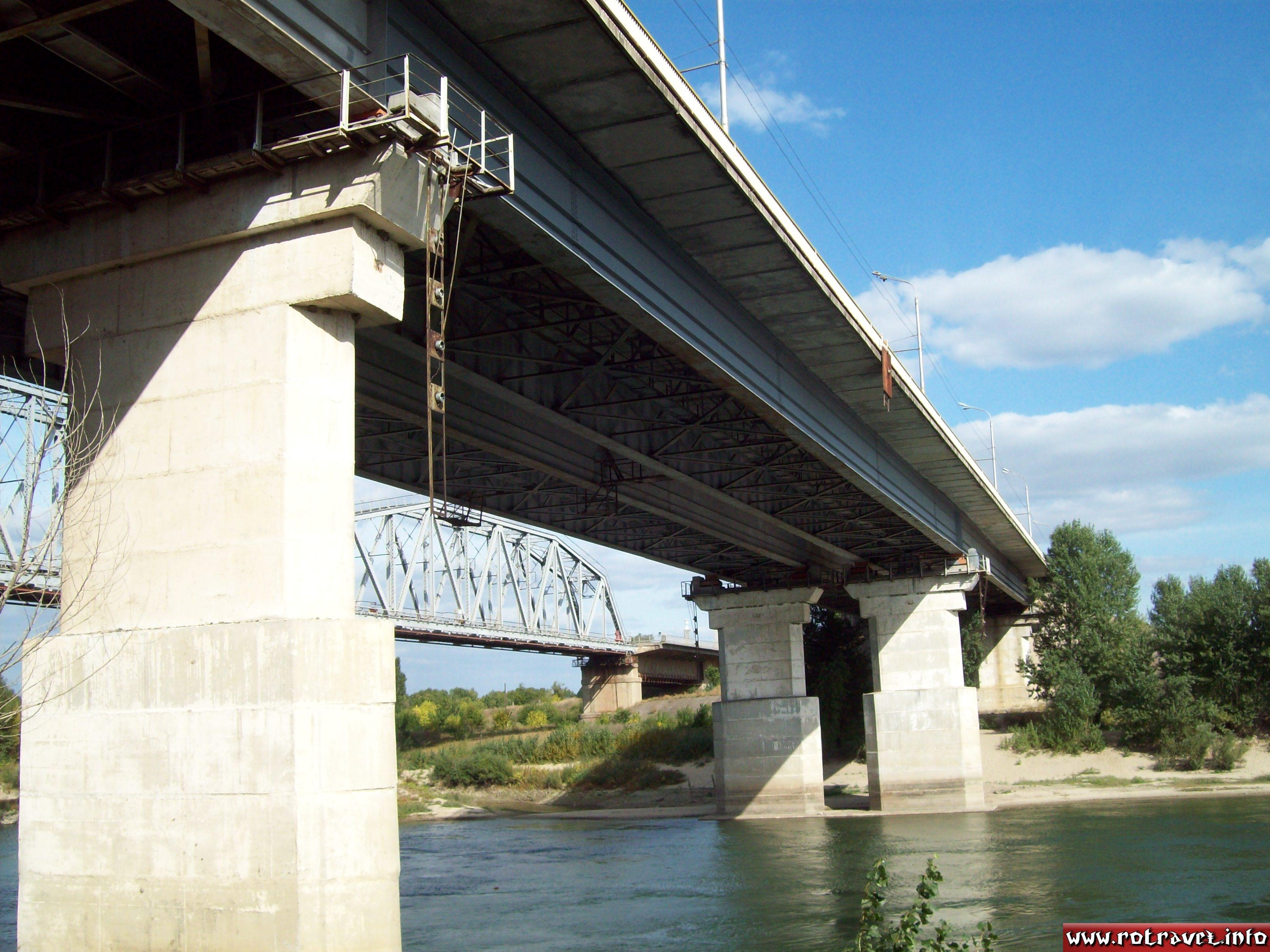 The bridge over Dniester (just for cars)