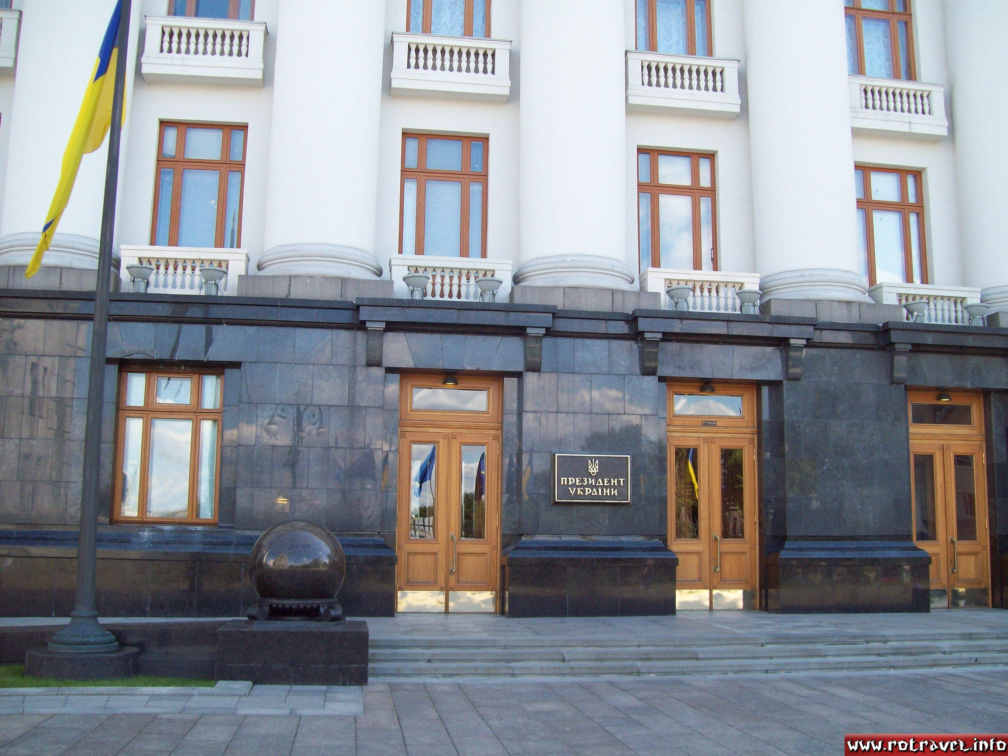 The building of the Presidential Secretariat is near to the House with Chimaeras