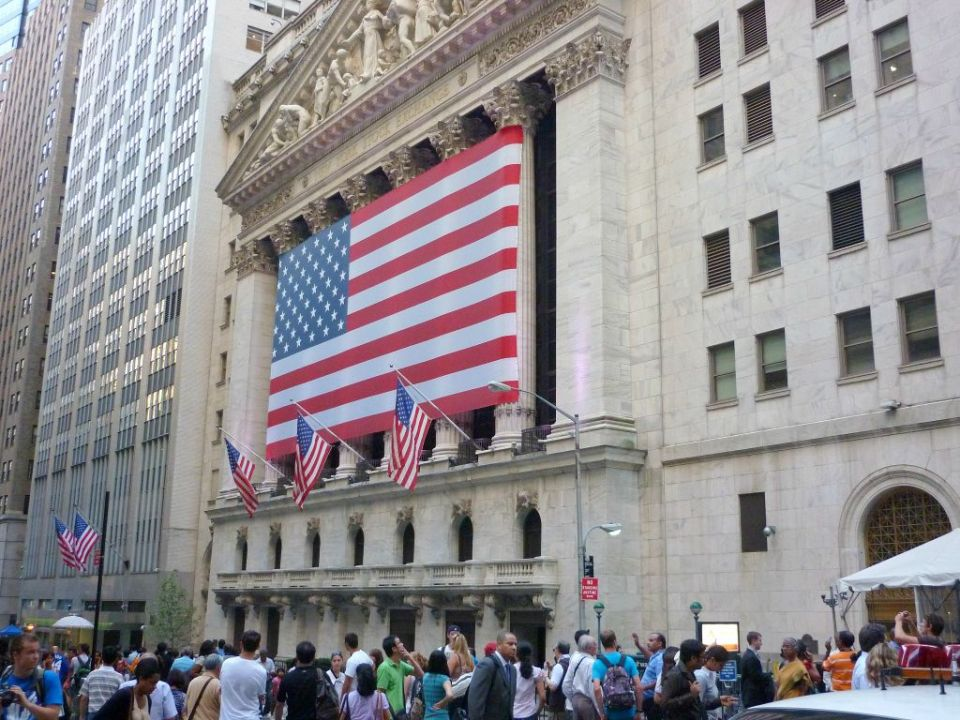New York Stock Exchange mit Nationalflagge