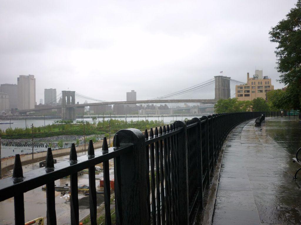 Brooklyn Bridge von der Brooklyn Heights Promenade