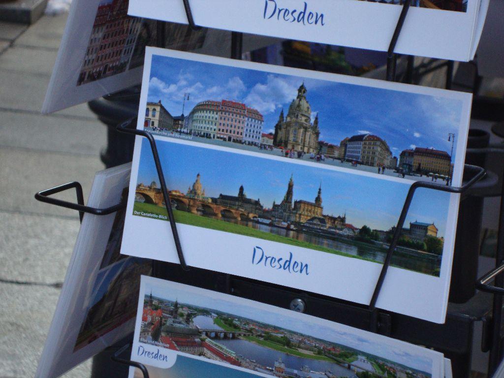 Münzgasse und Postkartenstand Dresden