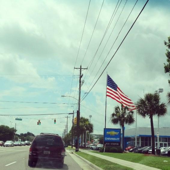 Die amerikanische Flagge darf im Straßenbild der USA nicht fehlen