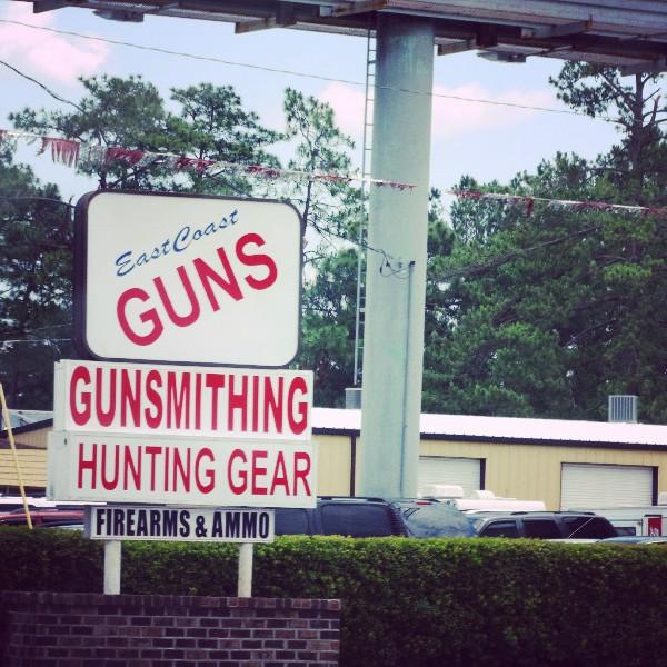 Werbung für ein Waffengeschäft USA Roadtrip