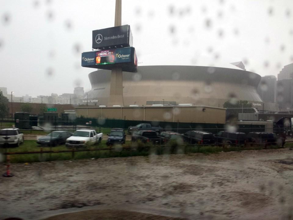Superdome - Stadtion New Orleans in der Nähe des Bahnhofs