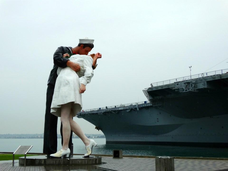 Unconditional Surrender Statue - San Diego Hafen