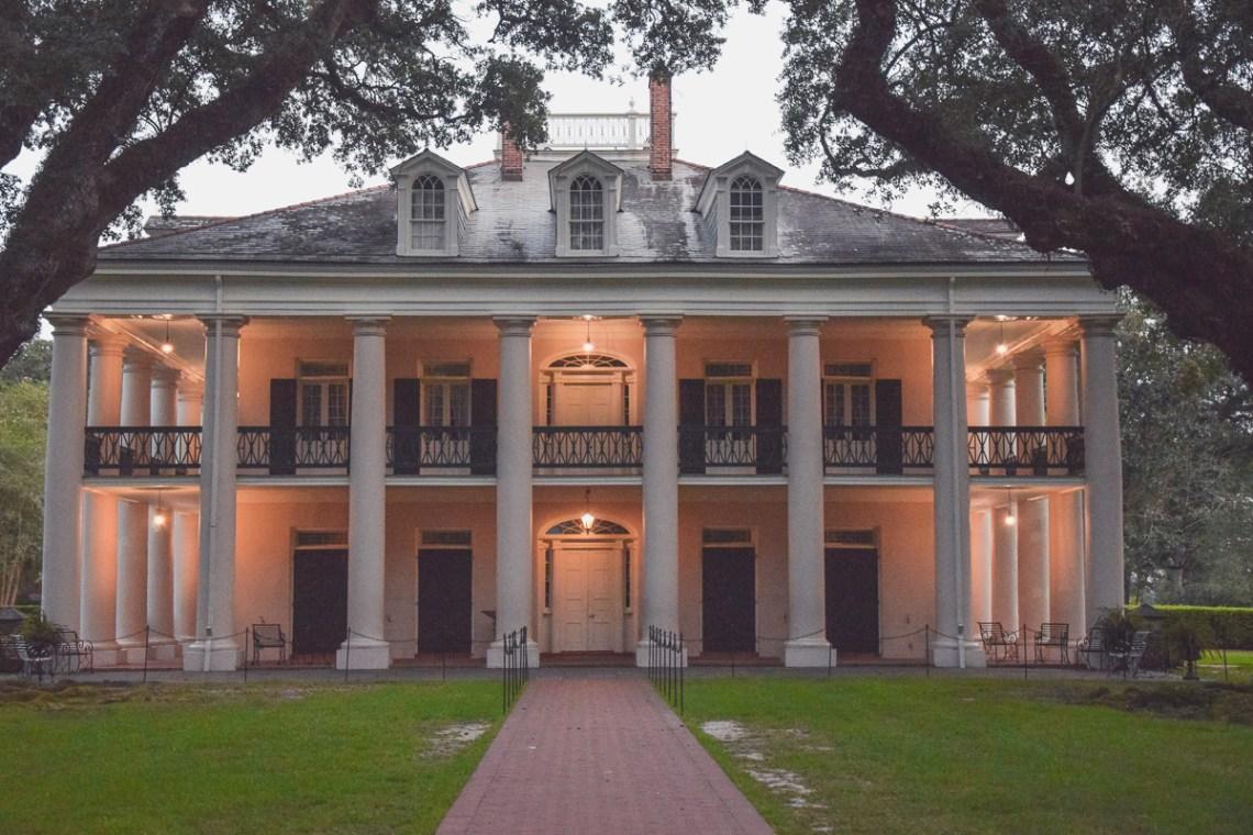 Das Herrenhaus der Oak Alley bei Nacht