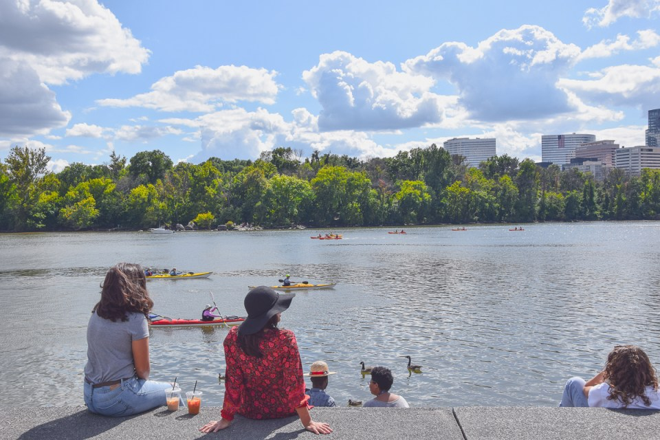 Entspannen am Waterfront Park mit Blick auf den Potomac River in Washington