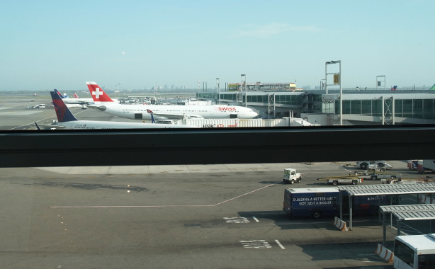 jfk_swiss_lounge.3