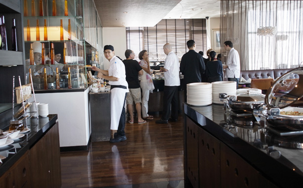 vie_hotel_bangkok_breakfast.1