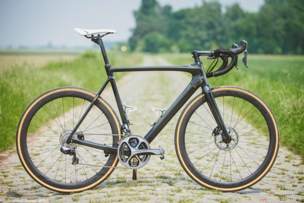 Notice that Boonen wasn't using the CG-R seat post on his prototype Roubaix.