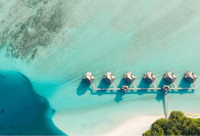 Conrad Maldives Hotel on Rangali Island, underwater adventures in the Ithaa restaurant