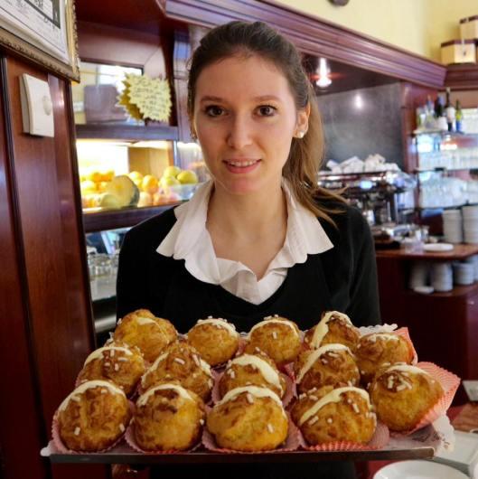 Travels by Travelers Μόντενα : Παβαρότι, Μαζεράτι και μπαλσάμικο! Ευρώπη ΓΕΥΣΕΙΣ Τοπικές Νοστιμιές Τοπικά Προϊόντα  μπαλσάμικο Αντελίνα Καλογεροπούλου twominutesangie.com Ιταλικό εστιατόριο Μόντενα Ιταλία