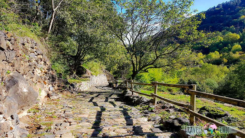 Camino hacia el río Fluvià