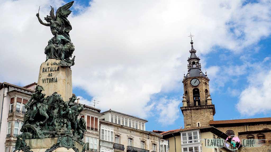 Monumento de la Batalla Vitoria en la Plaza de la Virgen Blanca