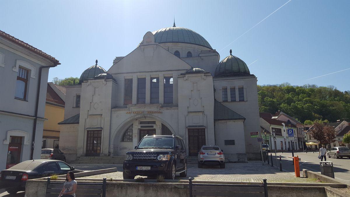 pod synagoga
