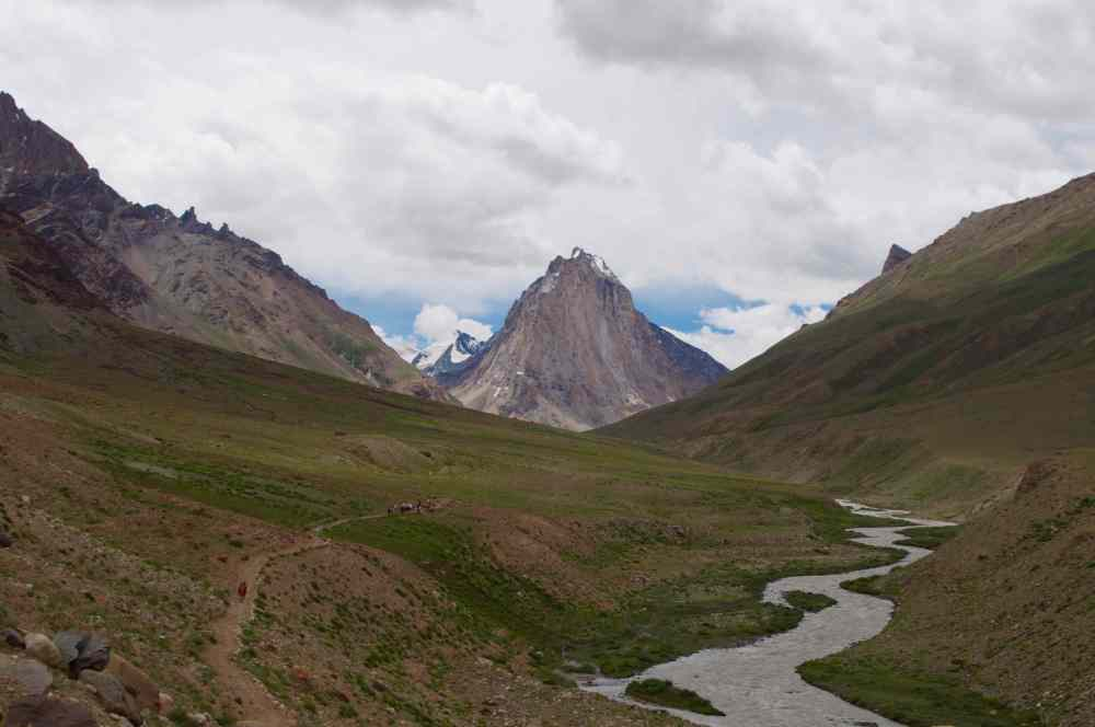 A view of the Lungnak Valley with Lingti river flowing