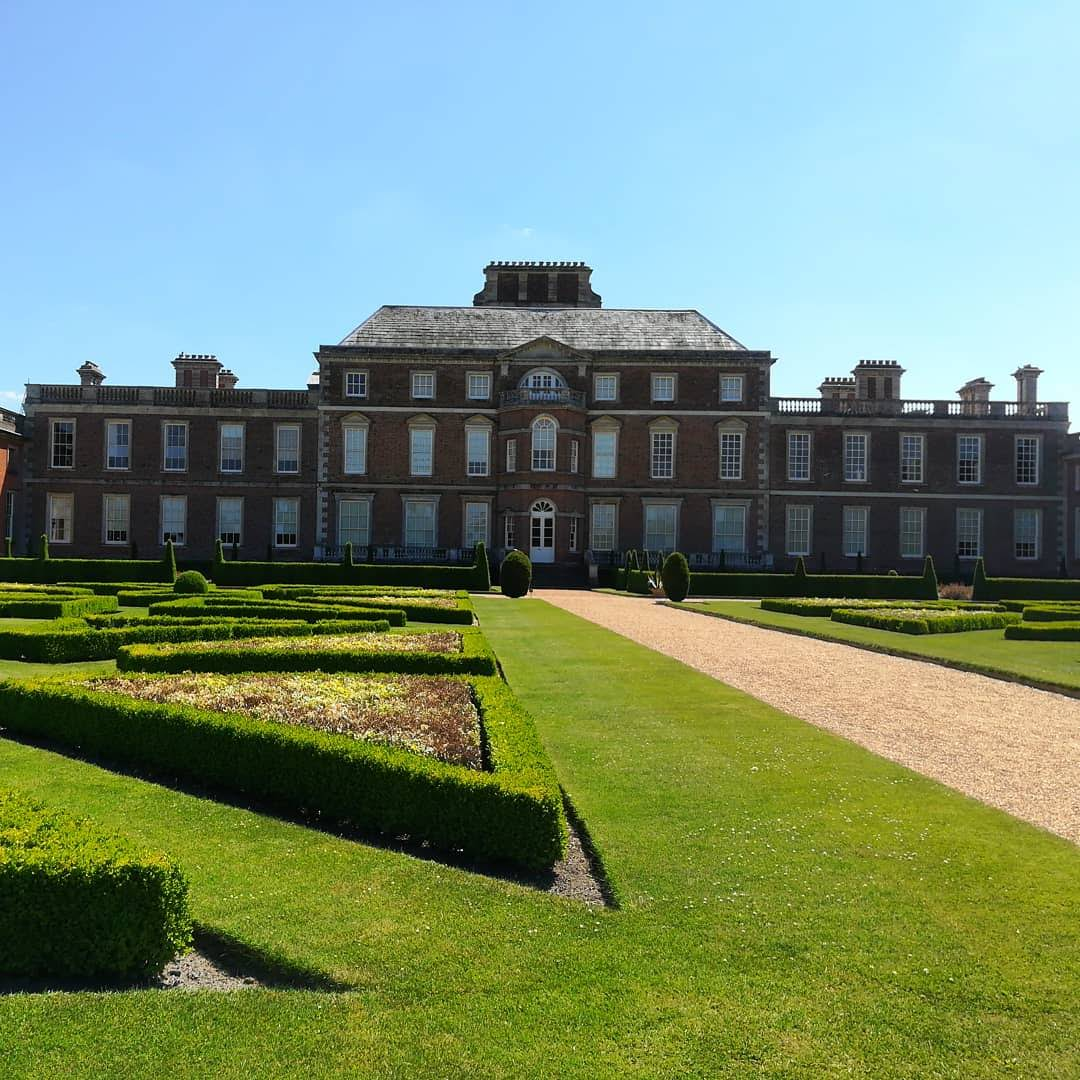 ESCAPE THE BUBBLE | Wimpole Hall and Hitchiking