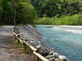 Route along the river in Kamikochi - Mari Nicholson