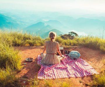 travel solo_picnic_mountains