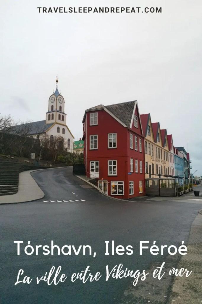 L'image pinterest qui montre la catédrale de Tórshavn.