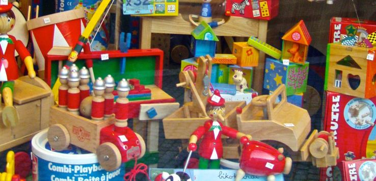 Window shopping: Wooden toys in rome