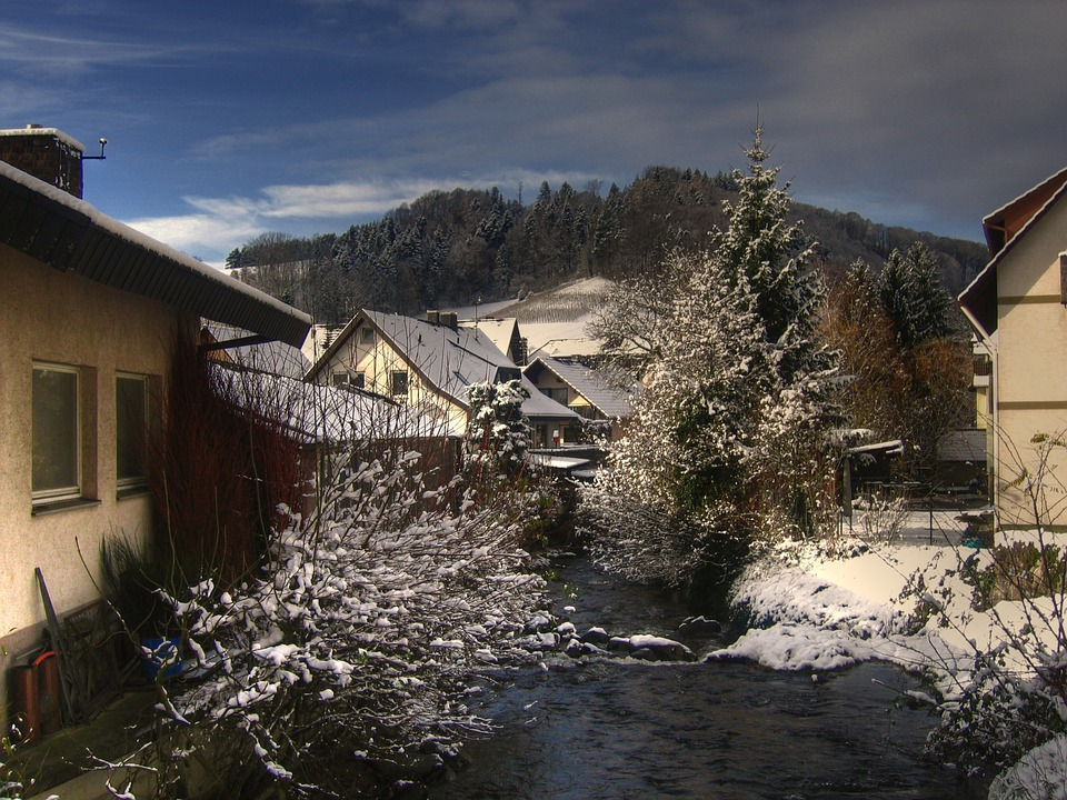 Holidays Elsewhere: Winter--and Christmas--can prettier in the mountains. Find a beautiful lodge to ski or just to enjoy the snowy setting.