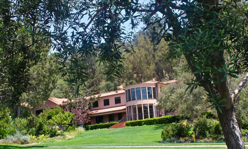 "Getty's vacation ""Ranch House"" now houses offices, a 20,000 volume research library, and a place for visiting scholars to study. (Photo by Suzanne Ball. All rights reserved.)"