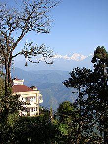 https://upload.wikimedia.org/wikipedia/commons/thumb/b/b2/Darjeeling_Kangchenjunga.jpg/220px-Darjeeling_Kangchenjunga.jpg