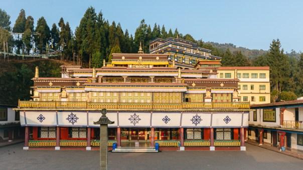 http://www.rumtek.org/images/content/Rumtek/Rumtek-Monastery/670-NewFront-2857.jpg