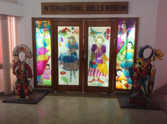 https://media-cdn.tripadvisor.com/media/photo-s/03/b2/cf/e2/international-dolls-museum.jpg