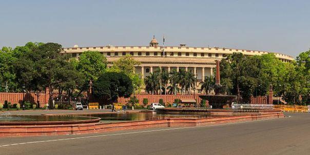 https://upload.wikimedia.org/wikipedia/commons/thumb/b/b8/New_Delhi_government_block_03-2016_img3.jpg/640px-New_Delhi_government_block_03-2016_img3.jpg