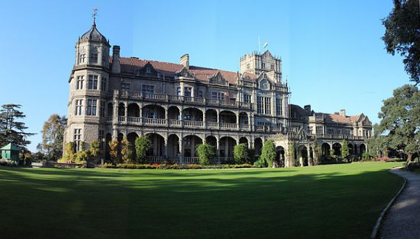 https://upload.wikimedia.org/wikipedia/commons/thumb/4/47/Indian_Institute_Of_Advanced_Studies%2C_Shimla%2C_Himachal_Pradesh.jpg/640px-Indian_Institute_Of_Advanced_Studies%2C_Shimla%2C_Himachal_Pradesh.jpg