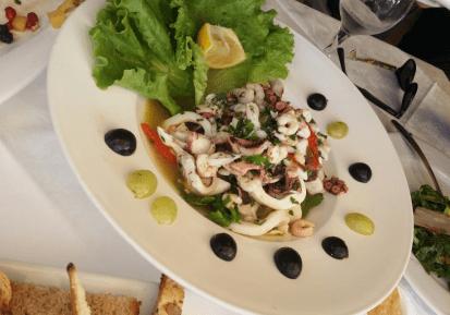 Sallatë me fruta deti