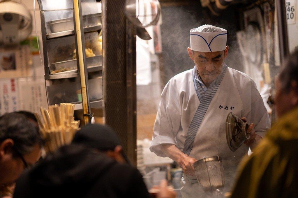 Provare la cucina locale è un must do tra le esperienze di viaggio