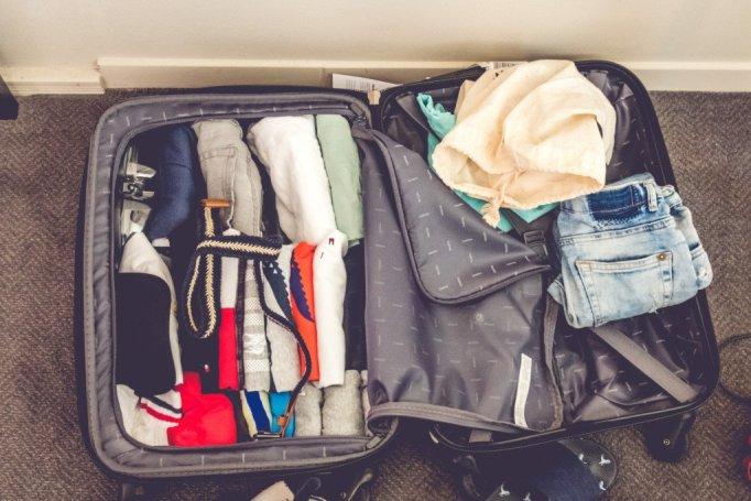 Cosa mettere in valigia per il giro del mondo: i vestiti