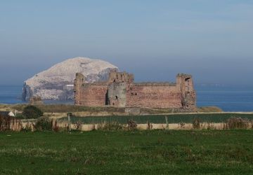 tantallon castle north berwick.