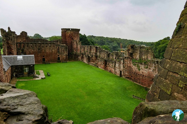bothwell castle near glasgow