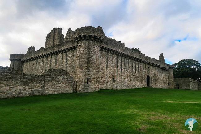 outlander season 3 filming locations craigmillar castle