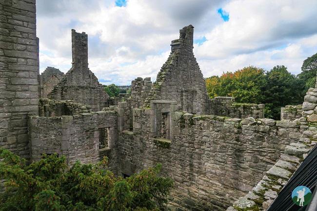outlander craigmillar castle interior