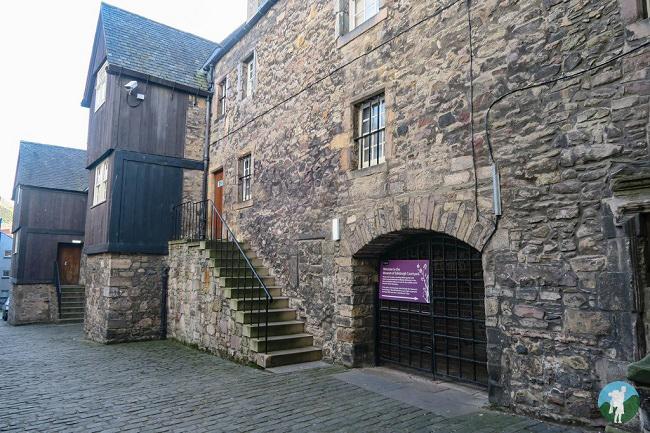 outlander season 3 filming locations bakehouse close