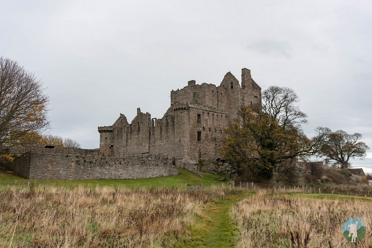 craigmillar castle outlaw king south view