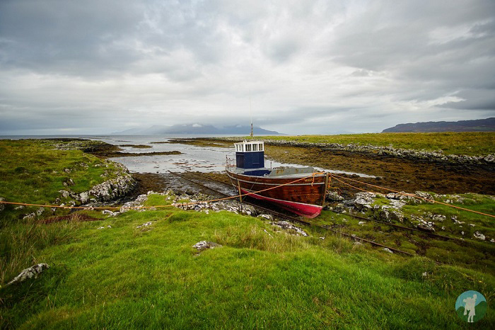 gallanach bay isle of muck